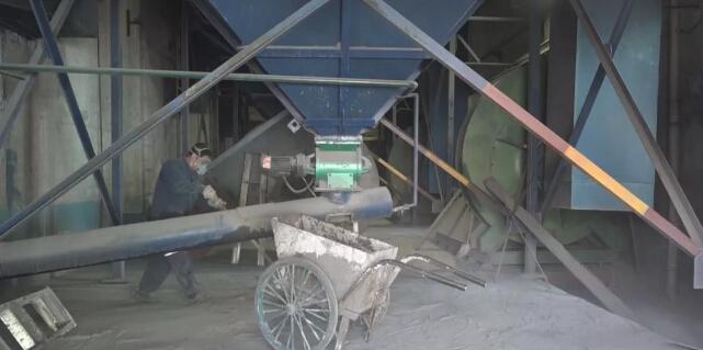 【矿区新闻】水暖队独立完成除尘布袋更换工作